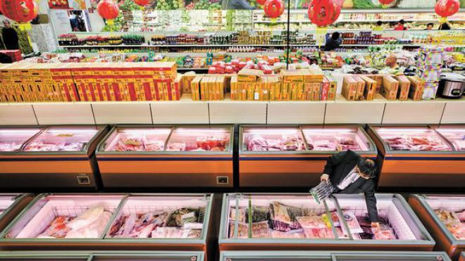 Der Supermarkt Achau24 im Dong Xuan Center versorgt Vietnamesen mit Rambutans, Zimtäpfeln oder Schweineohren