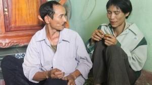 © DPA Nach 40 Jahren im Wald: Ho Van Lang (rechts)