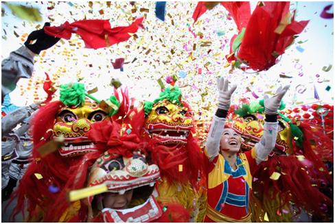 Foto: Löwentanz der Hoa im Test-fest in Vietnam