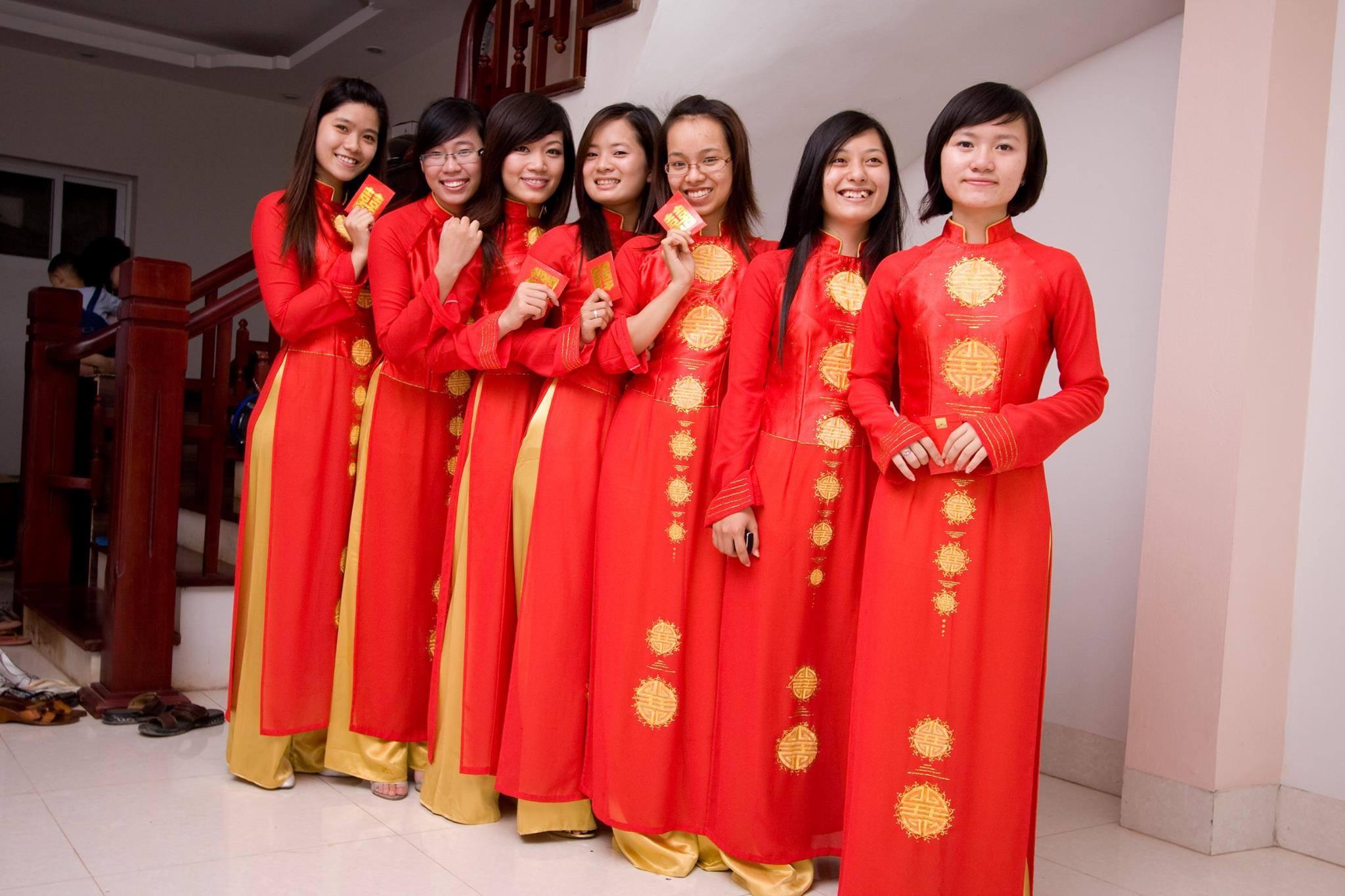 Das Ao Dai Traditionelles Kleidungstuck Vietnams Vietnamesische Und Deutsche Brucke E V Hiệp Hội Nhịp Cầu Việt đức